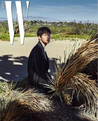 俳優ソン・ジュンギ、画報公開。雑誌W。 (2枚)