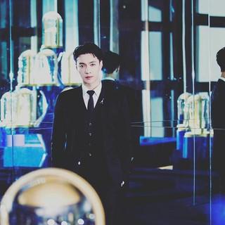 EXO LAY、SNS更新。「amazing night^^」 (1枚)
