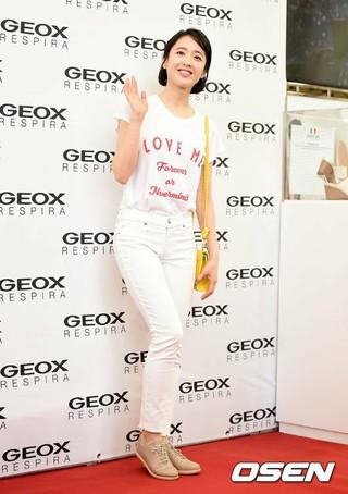キム・ミンジョン、ロッテデパートで開かれた「GEOX」ポップアップストアのオープン記念フォトイベントに出席。