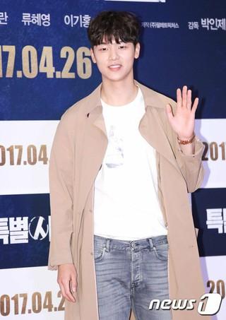 CNBLUE ミンヒョク、映画「特別市民」VIP試写会に出席。@ソウル・COEXメガボックス。 (1枚)