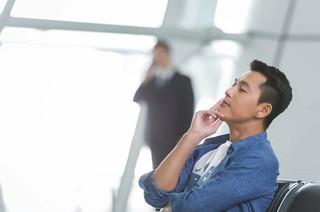 チョン・ウソン、画報公開。男性ファッションブランド広告撮影でのビハインドカット。
