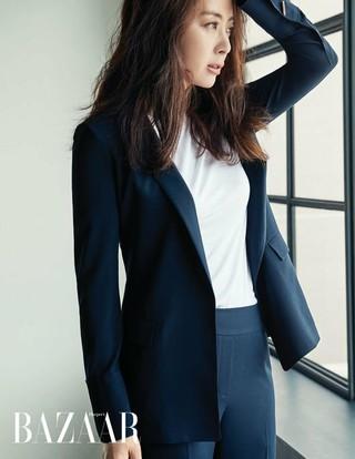 女優ソン・ユナ、画報公開。雑誌BAZAAR。