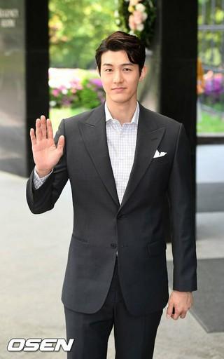 俳優イ・ギウ、フォトタイム。アナウンサー・オ・サンジンの結婚式、ソウル龍山(ヨンサン)、Grand Hyattホテル。