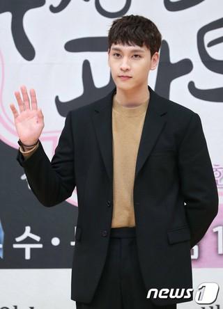 俳優チェ・テジュン、SBSドラマ「怪しいパートナー」制作発表会に出席。