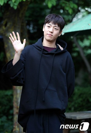 俳優イ・ヒョヌ、ドラマ「カノジョは嘘を愛しすぎてる」の打ち上げに参加。@ソウル市内の飲食店。