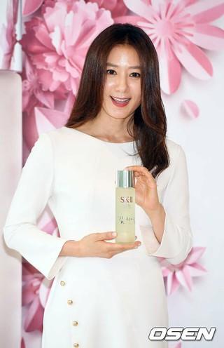 女優キム・ヒエ、SK-IIのフォトウォールイベントに出席。