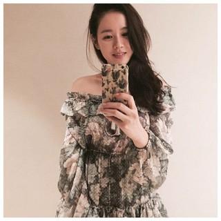 女優ソン・イェジン、SNS更新。「See you on Saturday」「In Singapore 5.20th」。。日本でのKCONにも行きたいし、シンガポールにも行きたい。。 (1枚)