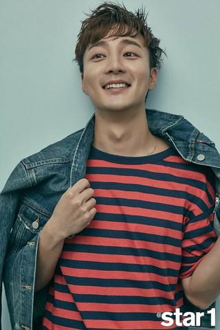 歌手ロイ・キム、画報公開。雑誌@Star1。 (2枚)