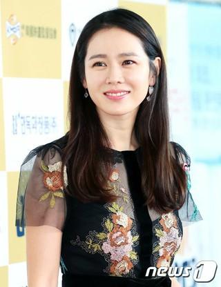 女優ソン・イェジン、「第22回春史映画賞」に出席。@ソウル・COEXオーディトリウム。 (4枚)