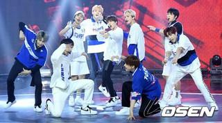 SF9、MBC MUSIC「Show Champion」に出演。 (2枚)