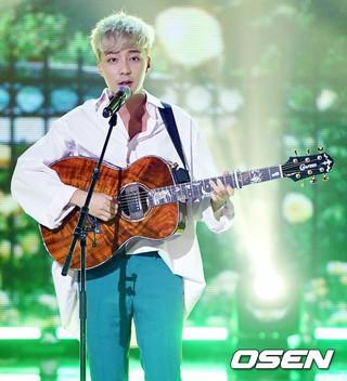 ロイ・キム、MBC MUSIC「Show Champion」に出演。 (1枚)