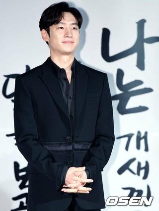 イ・ジェフン、ソウル・東大門メガボックスで開かれた映画「朴烈」の制作発表会に出席。 (3枚)