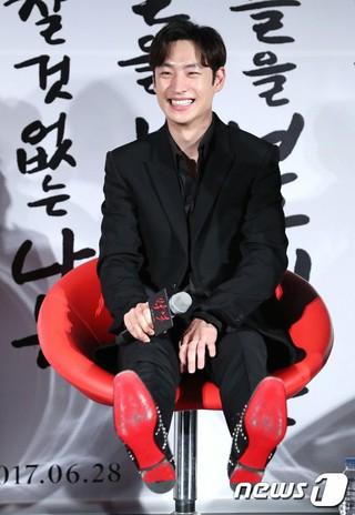 イ・ジェフン、映画「朴烈」の制作発表会に出席。ソウル・東大門メガボックス。日本統治時代が素材、政治に利用されないように。。 (4枚)