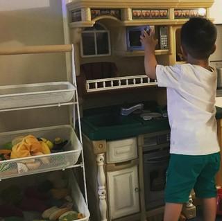 イ・ミンジョン、息子の後ろ姿を公開。「26か月なのですが、26歳のような…」とコメント。 (1枚)
