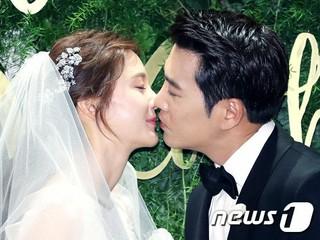 女優チャ・イェリョン、俳優チュ・サンウク、結婚。このキスはドラマではない。。 (3枚)