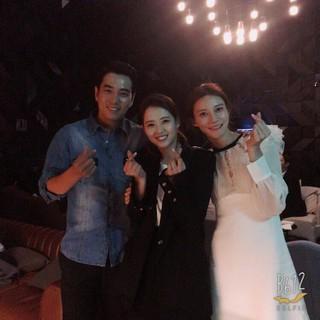 女優コ・アラ、SNS更新。昨日結婚式チュ・サンウク&チャ・イェリョン夫妻とハートポーズ。