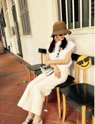 女優ソン・イェジン、SNS更新。「HEHE」。 (1枚)