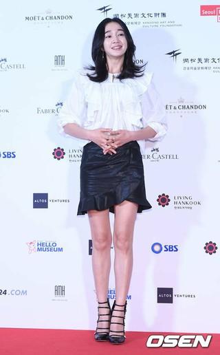 女優スエ、フォトタイム。ソウル、東大門デザインプラザ(DDP)での展示会。