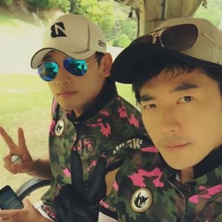 RAIN(ピ)、俳優クォン・サンウ、ツーショット公開。「TWO既婚者、真に久しぶり」。。