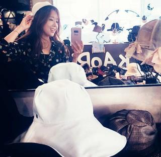 女優ソ・ユジン、SNS更新。「気分転換。私は帽子が好き」。