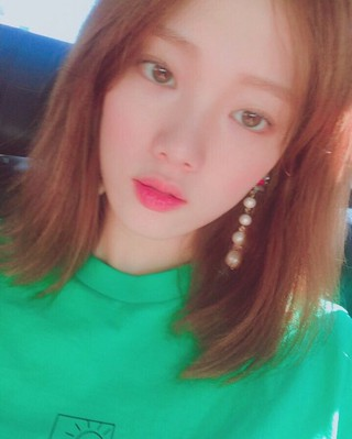 女優イ・ソンギョン、SNS更新。独歩的な雰囲気で魅力を発散。