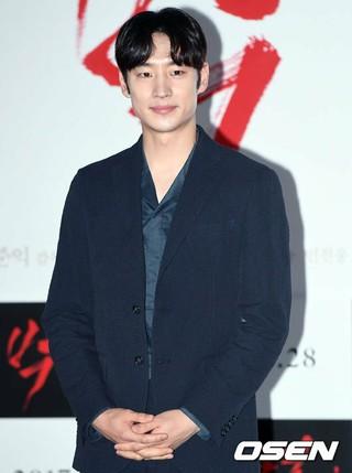 俳優イ・ジェフン、主演映画「パク・ヨル」のマスコミ試写会に参加。ソウル、東大門MEGA BOX。 (2枚)