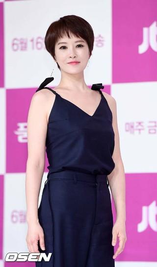女優キム・ソナ、JTBC金土ドラマ「品位のある彼女」の制作発表会に出席。