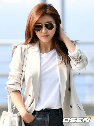ハ・ジウォン、空港ファッション。海外スケジュールのため仁川国際空港より出国。 (3枚)