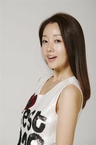 女優ユンソナ、息子の「バナナ牛乳」事件のまとめ。●1975年生まれ。●韓国の美人大会「ミス春香」2位。●1994年、韓国KBSの公開採用タレントとして芸能界