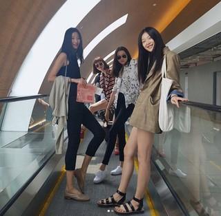 トップモデルのチャン・ユンジュ、SNSでモデル仲間との近況公開。