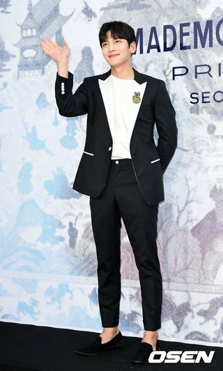 俳優チ・チャンウク、シャネル展示開催記念フォトイベントに出席。@ソウル・D MUSEUM。 (1枚)