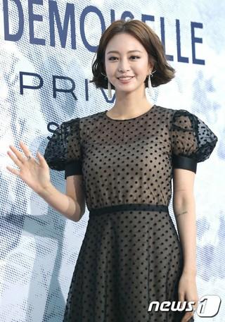 女優ハン・イェスル、シャネル展示開催記念フォトイベントに出席。@ソウル・D MUSEUM。 (1枚)