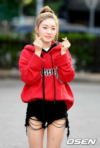 I.O.I 出身チョンハ、「Music Bank」出勤中。 (2枚)