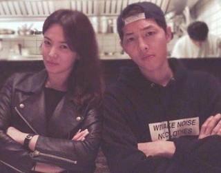 俳優ソン・ジュンギ、女優ソン・ヘギョ、「熱愛説」が再点火。今度は中国マスコミ発ではなく、韓国の「SECTION TV」発。 (1枚)