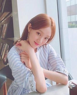 女優イ・ソンギョン、SNS更新。ラブリーな美貌。