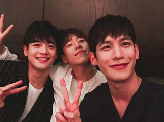 俳優イ・ヒョヌ、SNS更新。パク・ギウン、SHINee ミンホとイケメンスリーショット。
