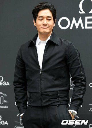 俳優ユ・ジテ、時計ブランド60周年記念展示イベントに出席。