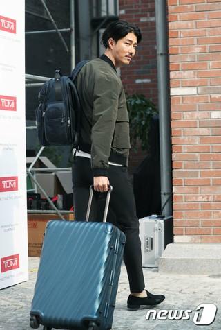 俳優チャ・スンウォン、フォト行事に参加。ソウル、ブランドTUMI。