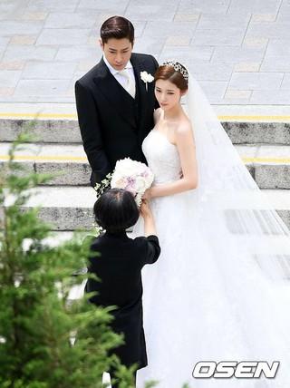 SHINHWA エリック、女優ナ・ヘミ、結婚。ソウルの教会。
