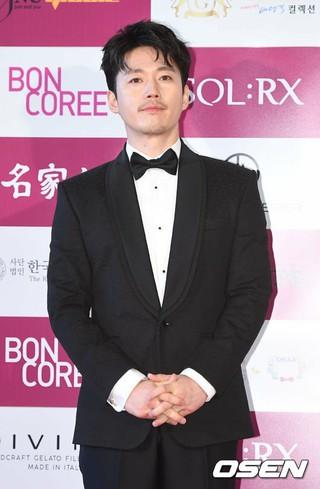 俳優チャン・ヒョク、「2017韓国映画を輝かせたスター賞」授賞式に出席。