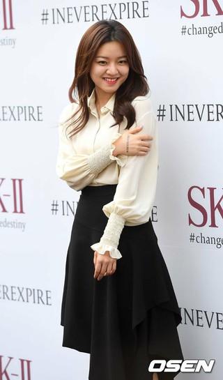 女優コ・アソン、SK-Ⅱローンチイベントに出席。@ソウル市内のカフェ。