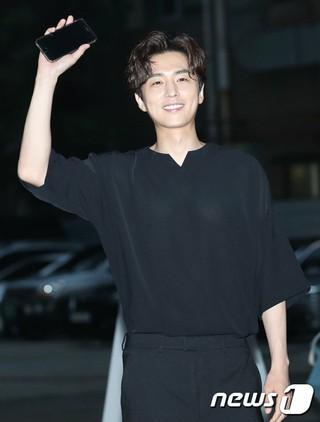 俳優シン・ドンウク、ドラマ「番人」の打ち上げに参加。@ソウル・汝矣島の飲食店。