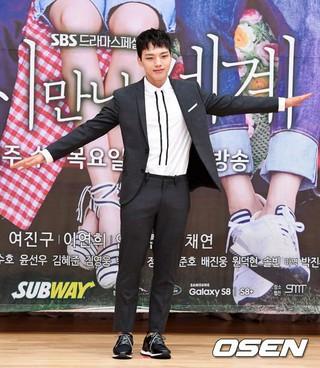 俳優ヨ・ジング、SBSドラマ「また会った世界」制作発表会に出席。 (3枚)