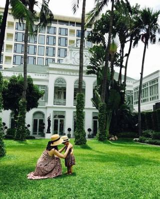 俳優チソン、SNS更新。妻で女優のイ・ボヨンと娘ジユちゃんのツーショット写真公開。