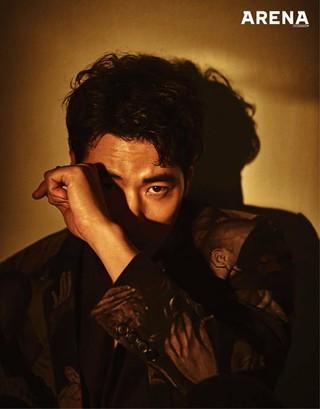 俳優キム・ガンウ、画報公開。雑誌「ARENA HOMME+」。