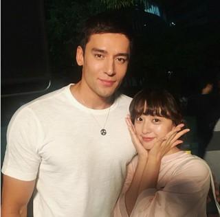 俳優ジュリアン・カン、SNS更新。過去、「思いっきりハイキック」で共演した女優キム・ジウォンとツーショット。