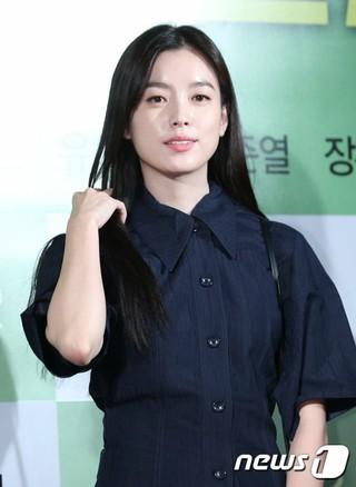 女優ハン・ヒョジュ、映画「タクシー運転手」のVIP試写会に出席。@ソウル・龍山CGV。
