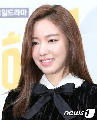 女優キム・アジュン、tvN新週末ドラマ「名不虚伝」の制作発表会に出席。