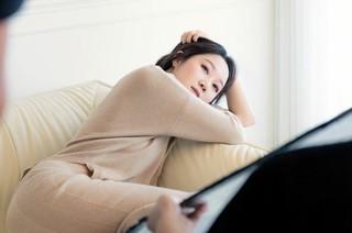 女優コン・ヒョジン、撮影現場を公開。ファッション・ジュエリーの画報。