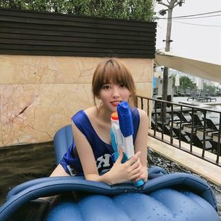 HELLOVENUS 出身ユンジョ、SNS更新。「今夏、最後の水遊び」。
